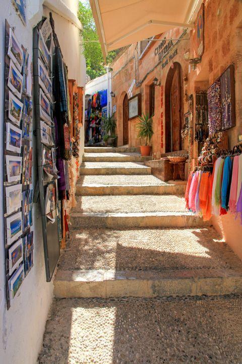 Lindos: Souvenir shops.