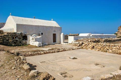Arkassa: A whitewashed chapel.