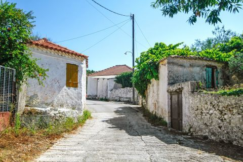 Anafonitria: Old houses and some ruins of a stone built house.