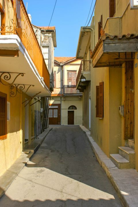 Town: Narrow, picturesque streets.