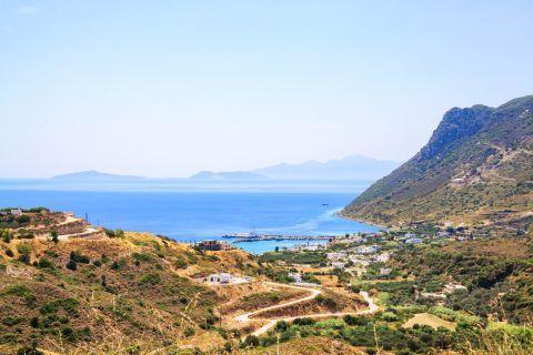 Kefalos: Hills and vegetation