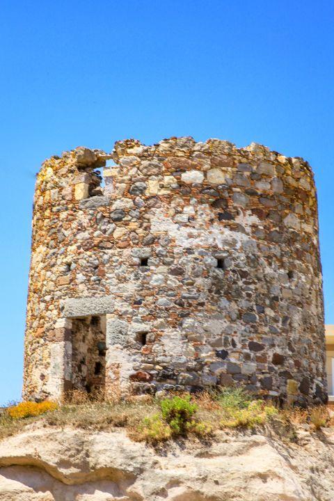 Kefalos: Ruins of a windmill in Kefalos village.