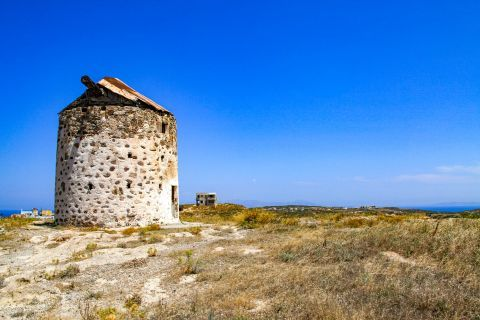 Kefalos: Ruins of an old windmill.