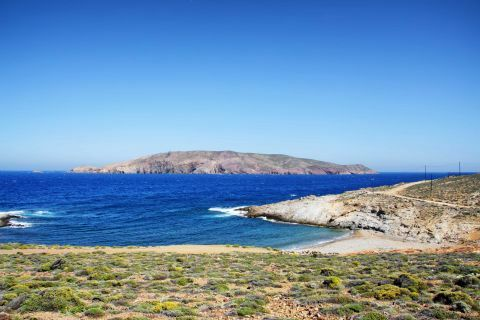 Tigani is a small beach overlooking Tragonisi Island