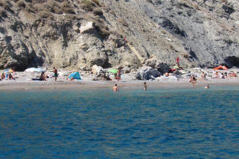 Katergo: The beach under the cliff
