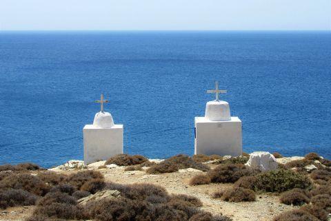 Galifos: Twin chapels