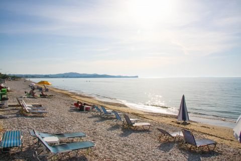 Acharavi: Umbrellas and sun loungers