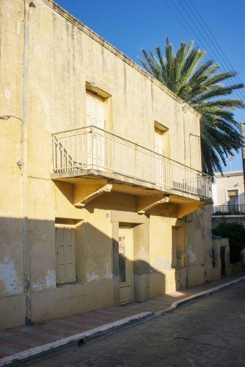 Kissamos: An old house