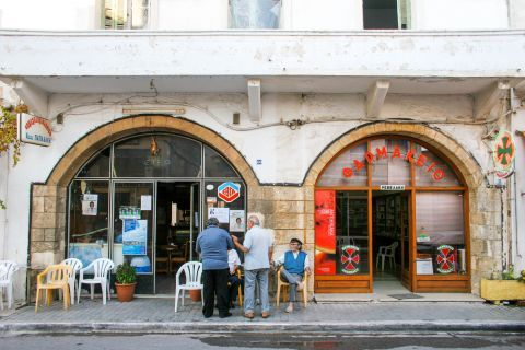 Kissamos: Local shops
