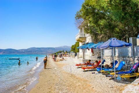 Potokaki: A nice beach, ideal for all ages.
