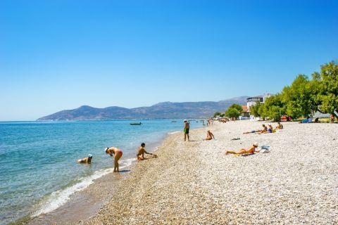 Potokaki: A family-friendly beach.