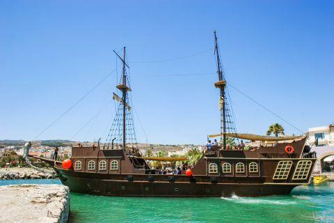 Town: Impressive pirate ship.