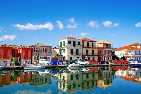 Town: Elegant buildings on the port of Lefkada.