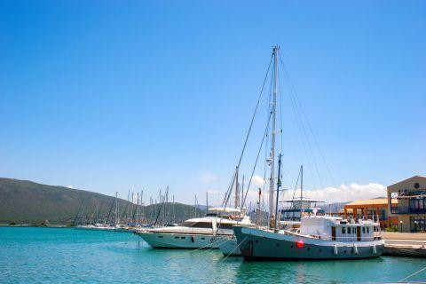 Town: Sailing boats.