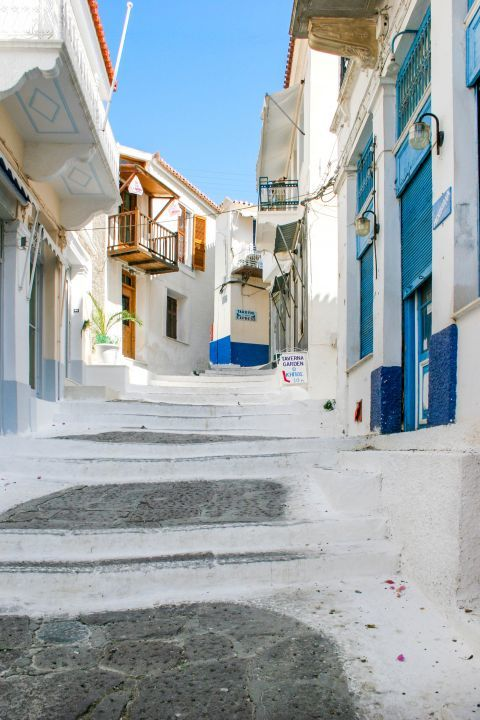 Town: Whitewashed buildings with colorful details.