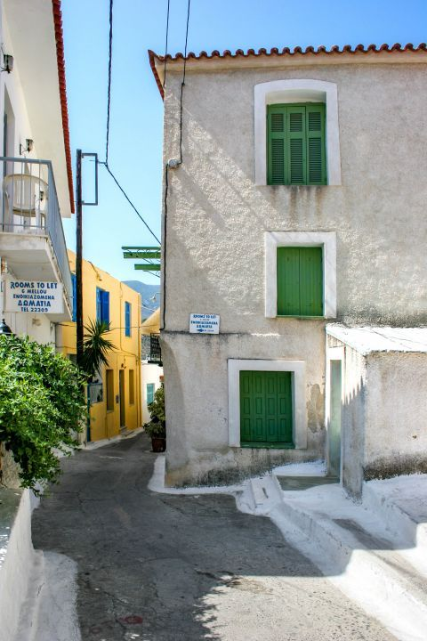 Town: Accommodation options on Poros.