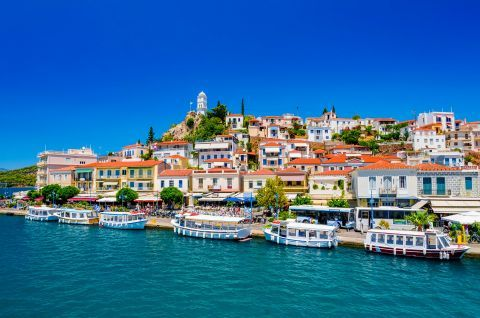 Town: The port of Poros Town