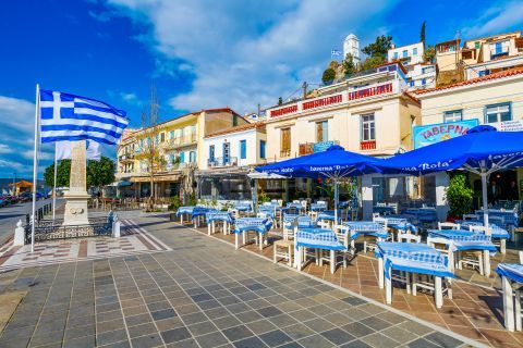 Town: A central spot in Poros Town