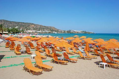 Stalida: Umbrellas and sun loungers on Stalida beach