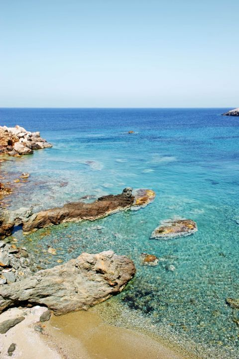 Koumbara: Turquoise waters and rocky spots