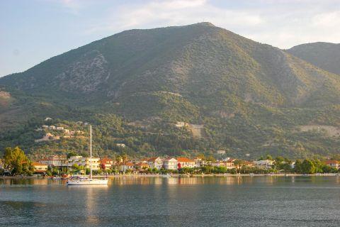 Nidri: A beautiful combination of sea view and impressive mountains.