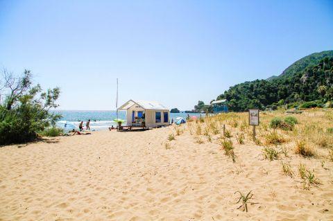 Glyfada: Sandy beach, short vegetation