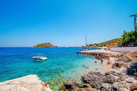 Agios Nikolaos: Rocky spots and crystal clear waters.
