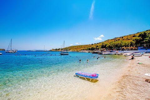 Agios Nikolaos: Transparent, clear waters.