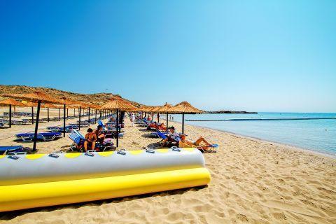 Agios Nikolaos: An organized spot on Agios Nikolaos beach.