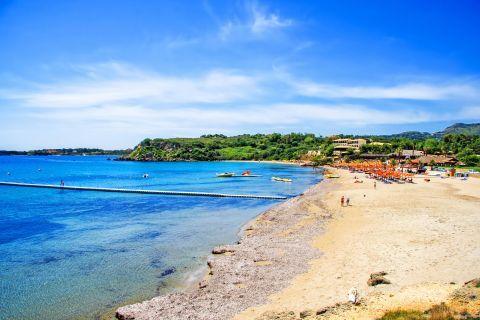 Agios Nikolaos: Sandy beach with sea view.