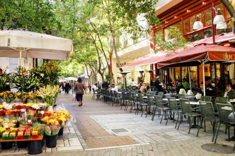 Syntagma: Street vendors and cafes are found close to Ermou