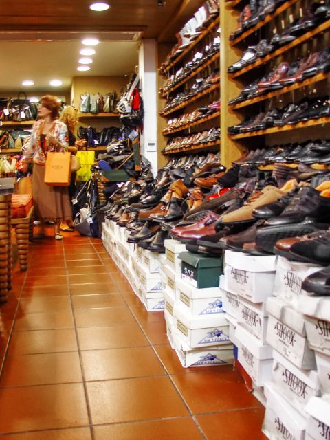 Syntagma: A shoe store