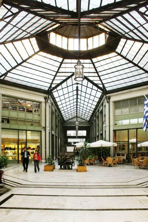 Omonia: Cafes and stores in Omonia