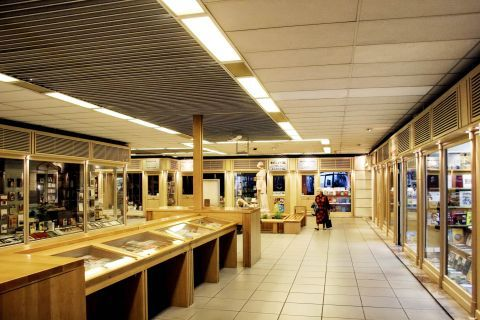 Omonia: Shopping in Omonia