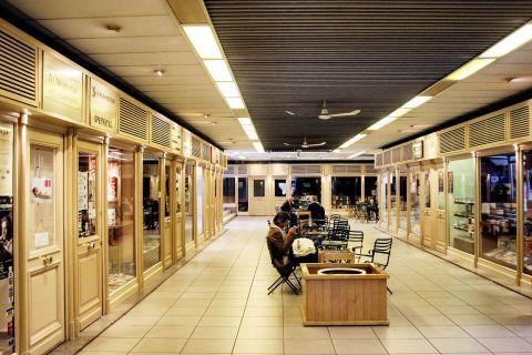 Omonia: Shops in Omonia