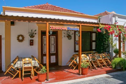 Theologos: A traditional tavern in Theologos village.