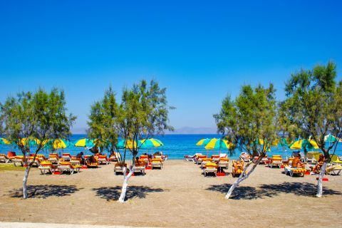 Kremasti: Some trees and umbrellas provide reviving shade on Kremasti beach.