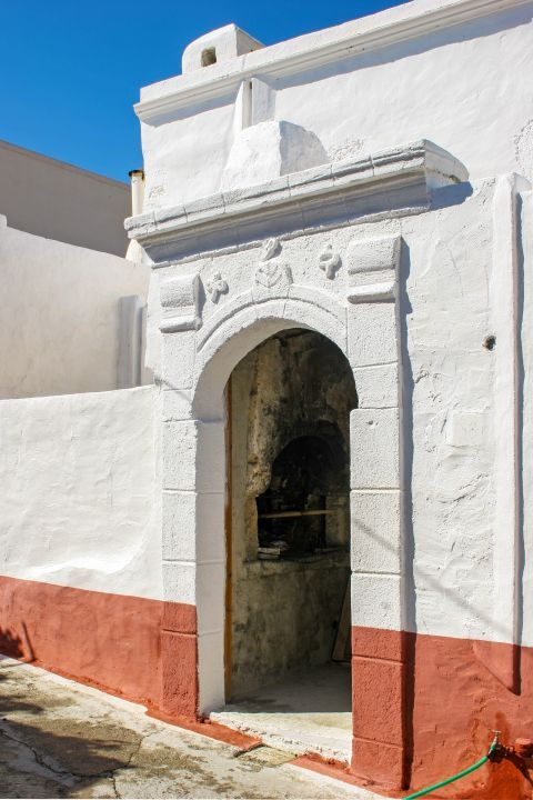 Koskinou: Walls, painted in white and pale orange colors