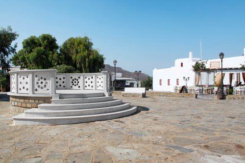 Ano Mera: A central spot