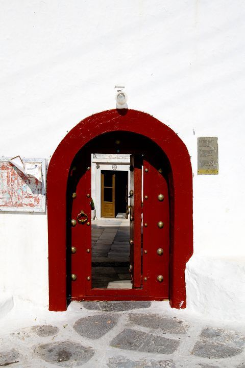 Ano Mera: A red-colored door