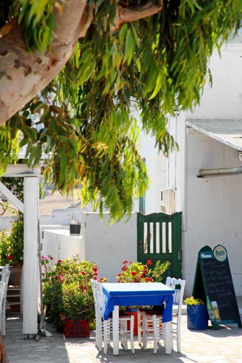Ano Mera: A local tavern