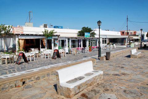 Ano Mera: Local eateries