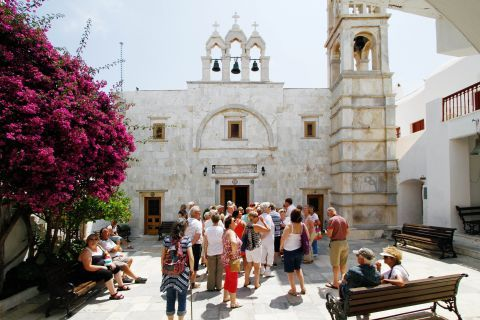 Ano Mera: Outside the church of Panagia Tourliani