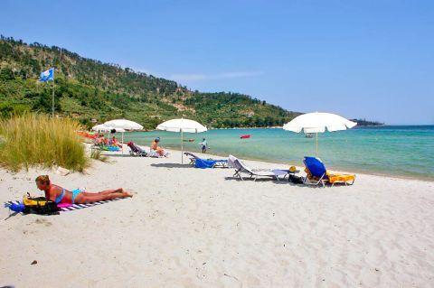 Golden Beach: Relaxing moments on the golden sand of Golden beach.
