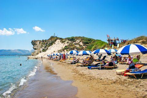 Kalamaki: Umbrellas and sun loungers on the shore.
