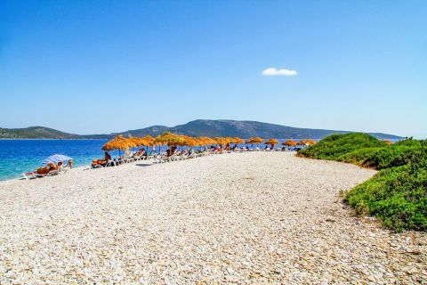 Agios Dimitrios: A partly organized spot with some umbrellas and sun loungers.
