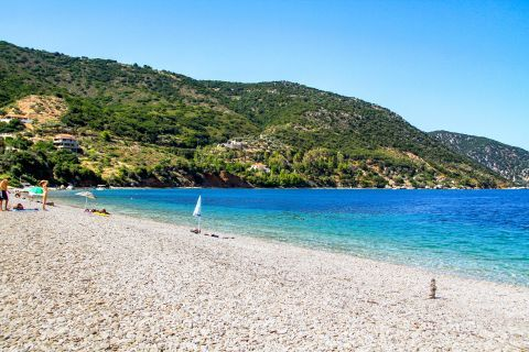 Agios Dimitrios: Tranquil beach, surrounded by dense vegetation.