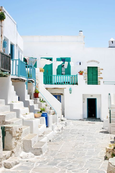 Chora: Traditional, Cycladic architecture.