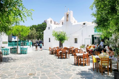 Chora: Enjoy a delicious meal on the quiet square of Chora.
