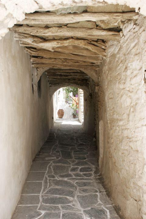Chora: An archway in Chora.